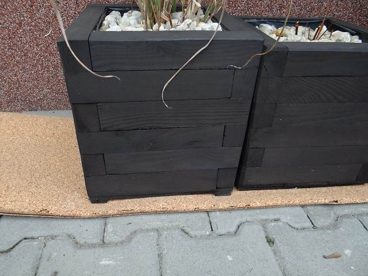 korek - Domowy recykling - zabezpieczajcie rośliny przed mrozem materiałami ponownego wykorzystania