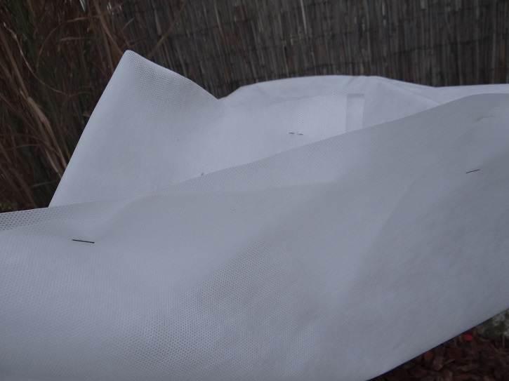 """zszywki - """"Ubranka"""" - drugi etap zabezpieczania roślin przed zimą"""