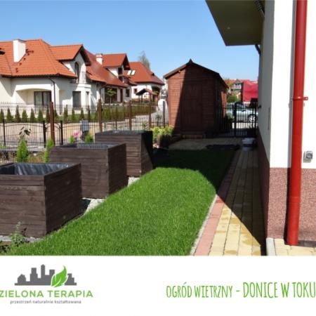 ogród wietrzny donice w toku 450x450 - Mały ogród przydomowy w Krakowie